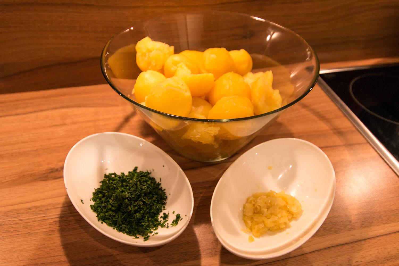 Kartoffel, geröstete Zwiebel und Petersilie