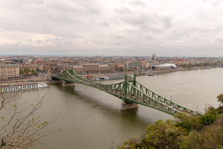 Freiheitsbrücke über die Donau