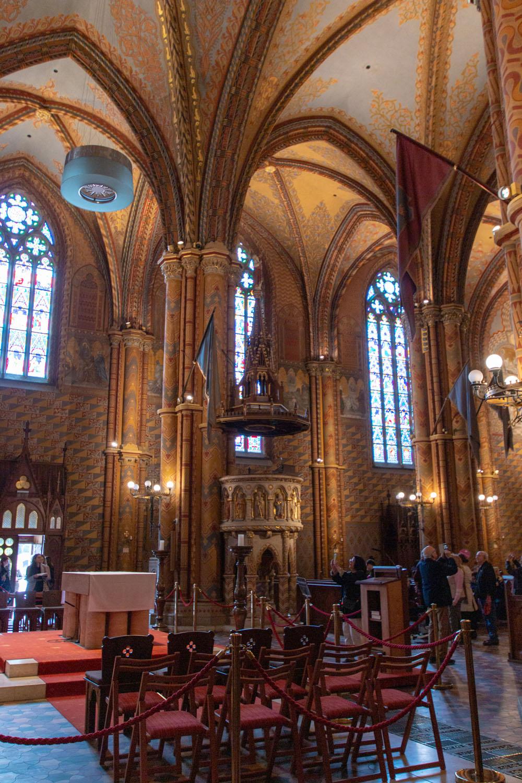 Kanzel im Kirchenschiff