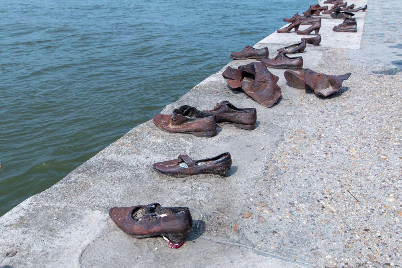 "... ""Schuhe am Donauufer"""