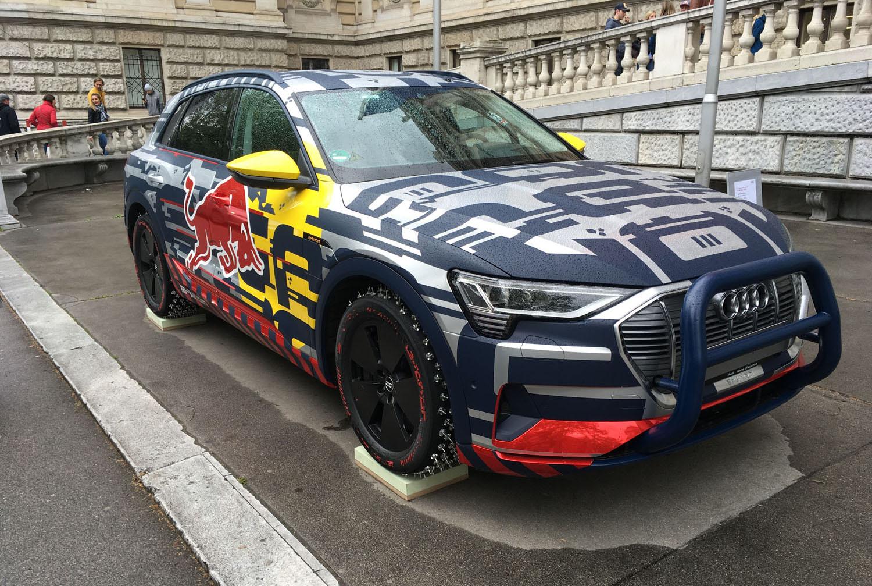Vor der Uni geparkt: Der Audi SUV mit dem Mattias Ekström die Mausefalle hinaufgefahren ist