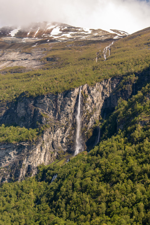 Wasserfall in den Geirangerfjord