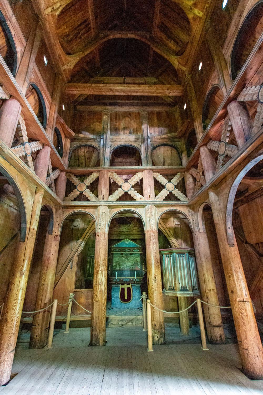 Innenraum der Stabkirche