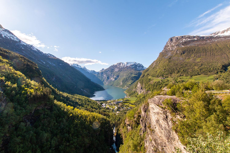 Tiefe Fjorde, hohe Berge – Mit Schiff und Auto durch Fjordnorwegen