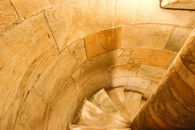Aufgang auf den Schiefen Turm