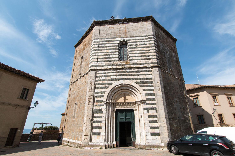 Baptisterium neben dem Dom