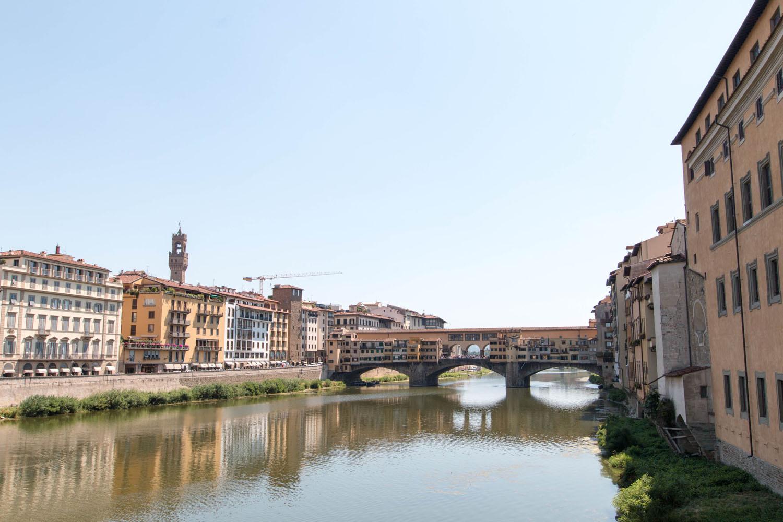 Blick von der Ponte S. Trinita auf die Ponte Vecchio