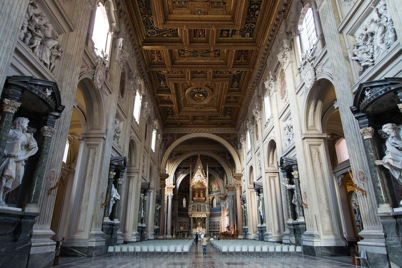 Blick auf den Papstaltar