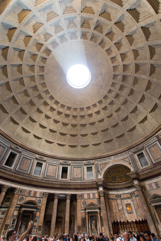 Sonnenstrahlen Fallen durch das Loch ins Pantheon