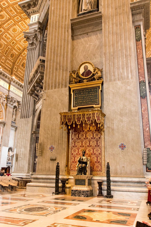 Die Bronzestatue des Hl. Petrus