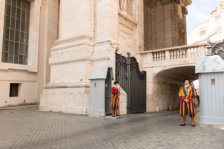 Schweizer Garde vor dem Dom