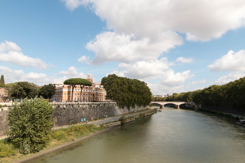 Blick von der Ponte Sant'Angelo auf den Tiber
