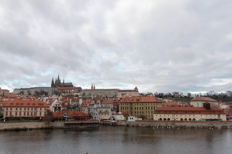 Aussicht von der Karlsbrücke auf die Prager Burg