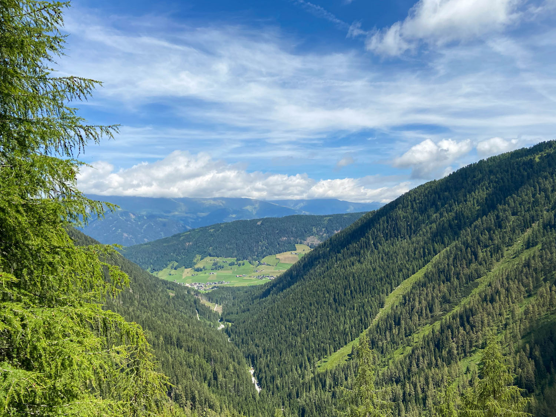 Blick hinunter ins Tal Winklertal, Obstanserseehütte